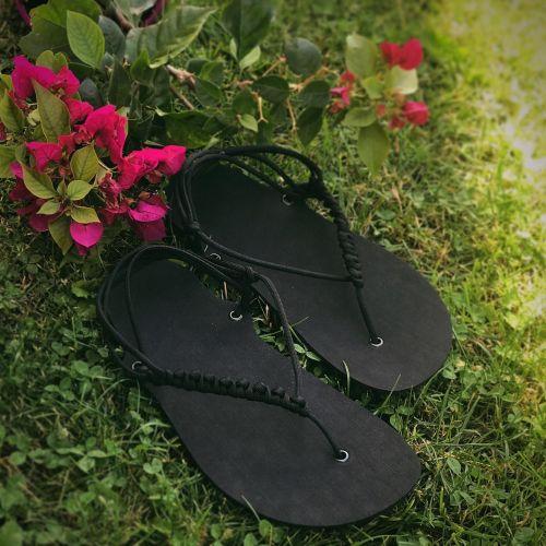 Nanahu_barefoot_sandale_huarache_cerne_unisex_zakladni_zpevnene_dirky